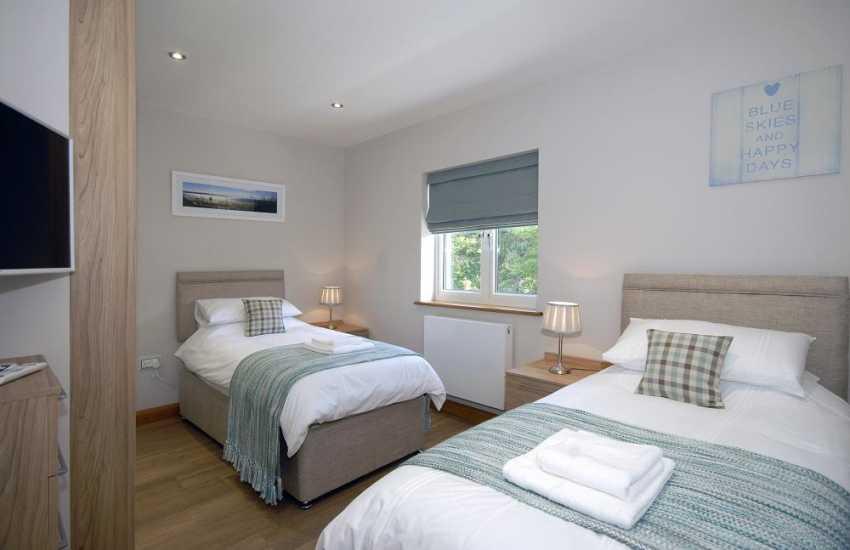 Luxury Pembrokeshire waterside apartment sleeps 4 - twin bedroom