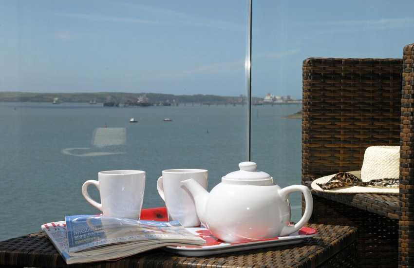 Enjoy fabulous panoramic views over the Haven Waterway from this luxury holiday apartment