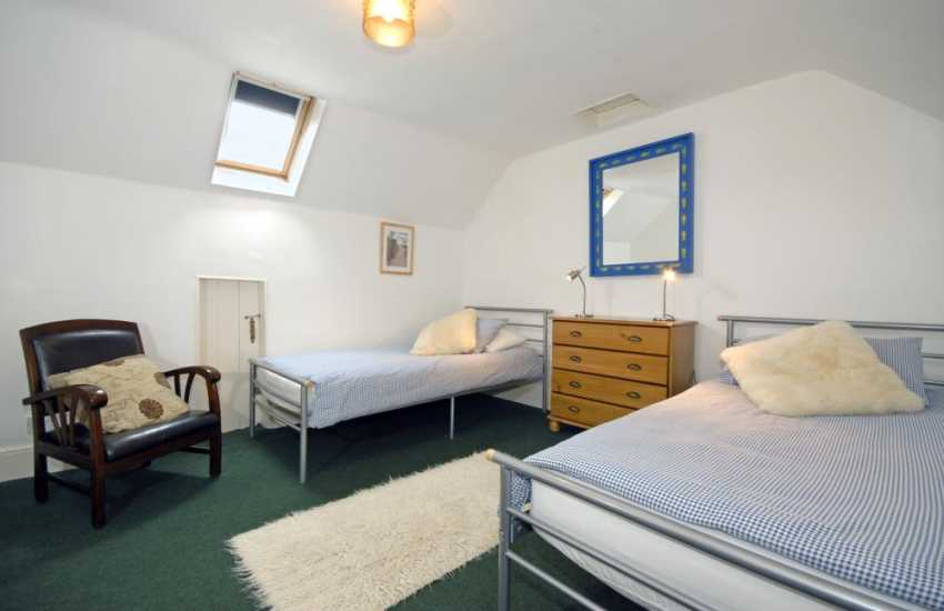 Aberporth holiday house sleeps 10 - 2nd floor twin