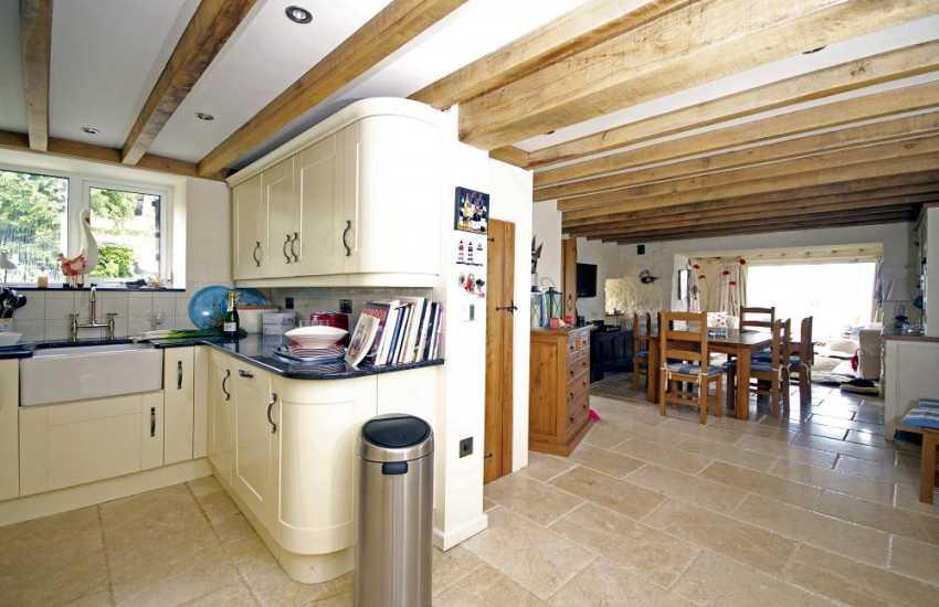 Nefyn holiday cottage with hot tub - kitchen