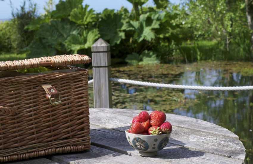 North Wales luxury holiday cottage - lake