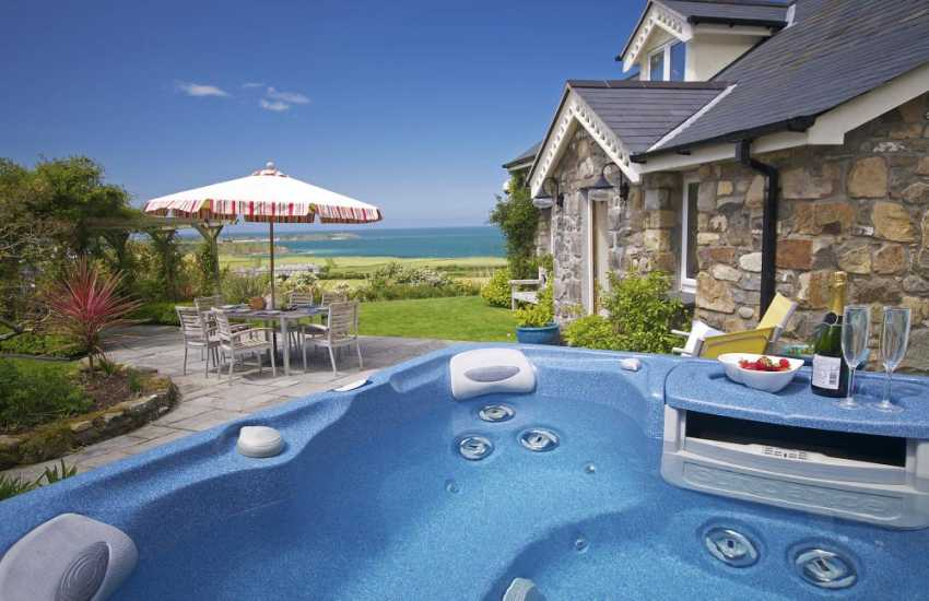 North Wales holiday cottage with hot tub