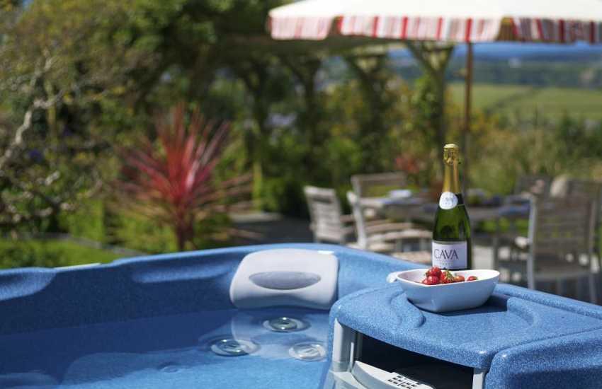 Morfa Nefyn holiday cottage - hot tub