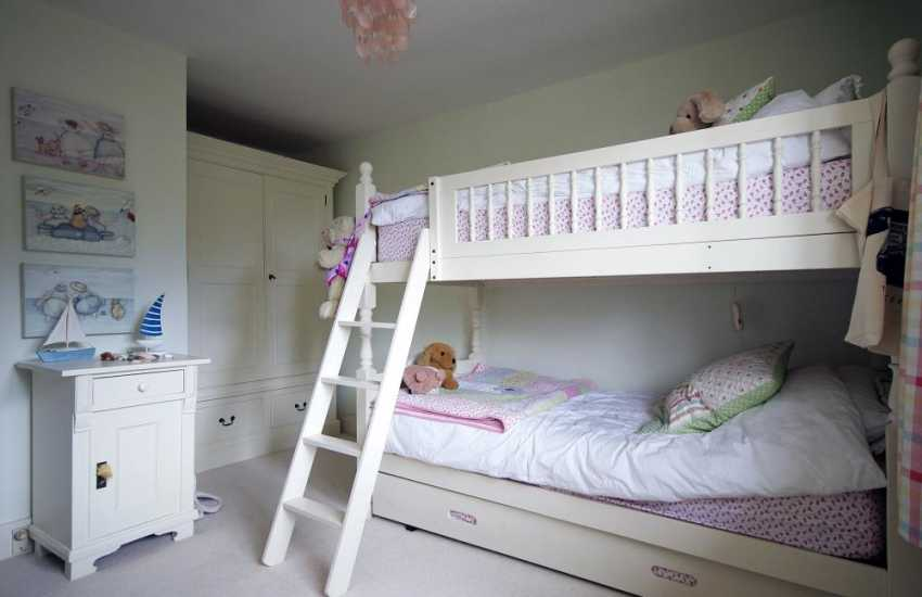 Llyn Peninsula holiday cottage - bunk beds