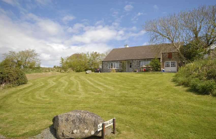 St Davids Peninsula pet friendly holiday cottage with large gardens