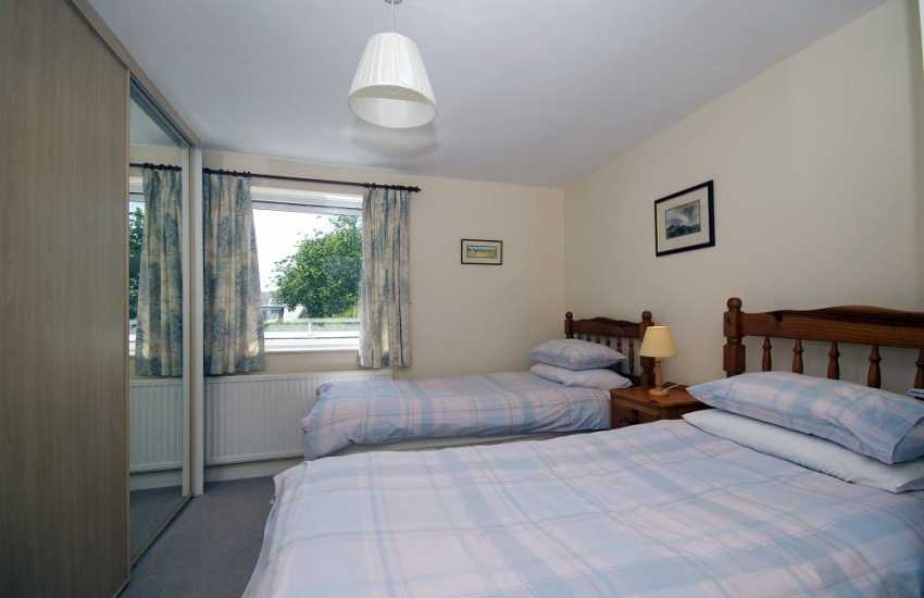 Porthdinllaen holiday cottage - twin bedroom