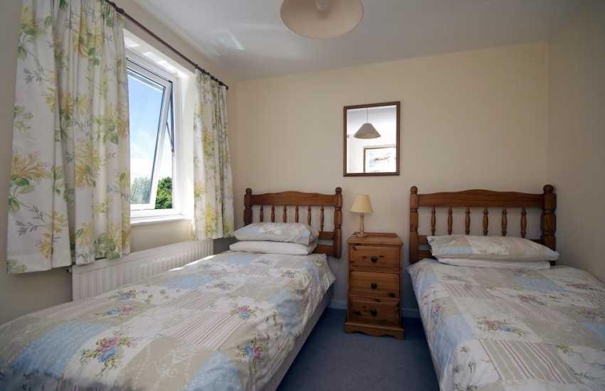 Nefyn holiday cottage - twin bedroom
