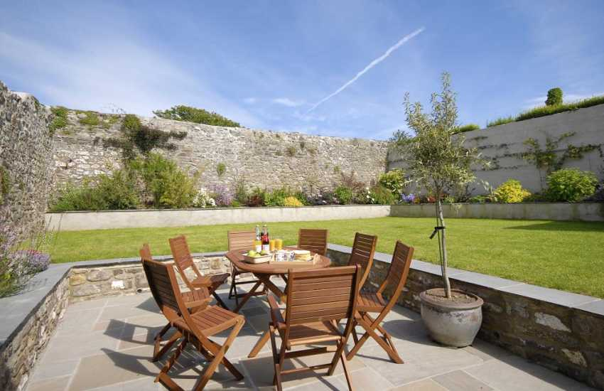 Holiday cottage in St Davids with parking, enclosed walled gardens and patio