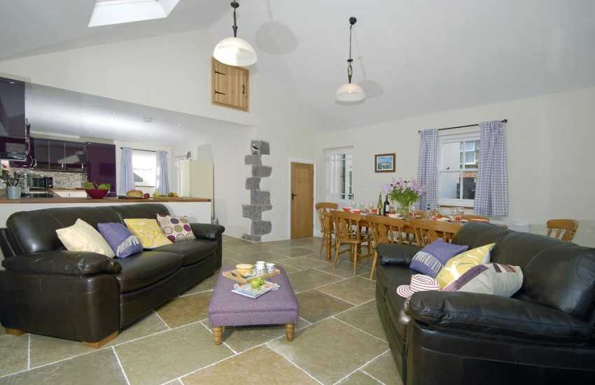 St Davids luxury holiday cottage with open plan dining/sitting/ kitchen