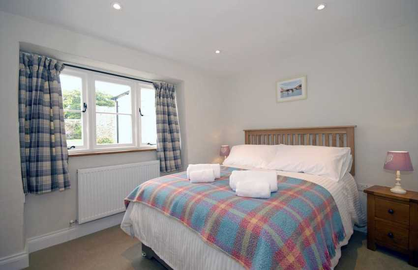 Pembrokeshire cottage sleeping 8 - ground floor double