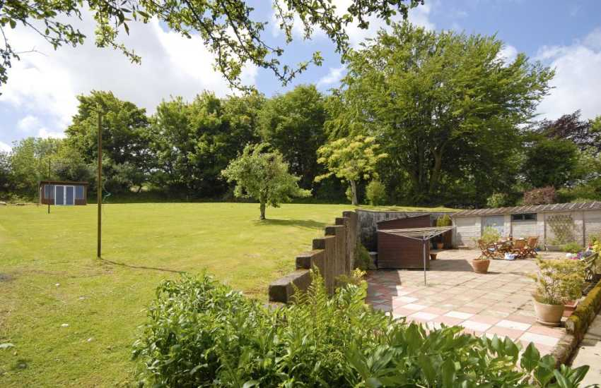 Coastal cottage Newport Pembrokeshire - large gardens and enclosed sheltered patio