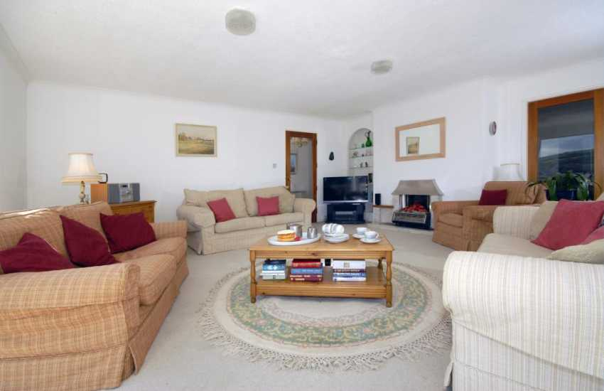 Aberporth coastal bungalow overlooking five bays - comfortable spacious lounge