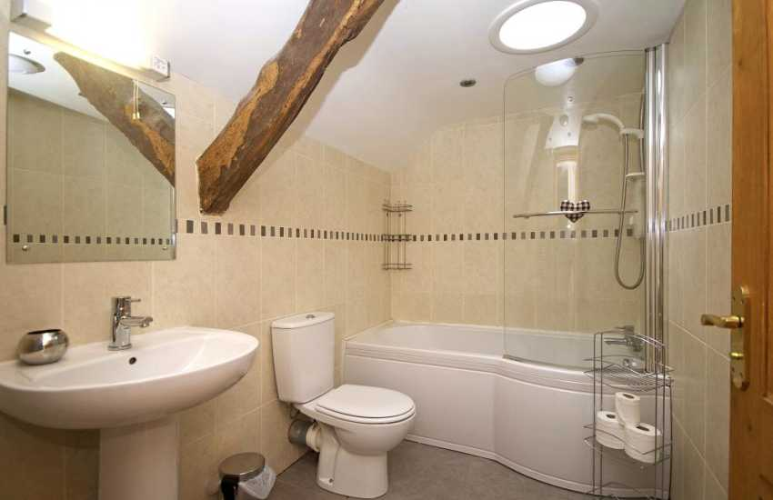 Aberdaron holiday house - bathroom
