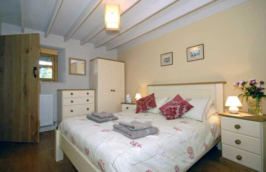 Llandshipping holiday cottage - ground floor double