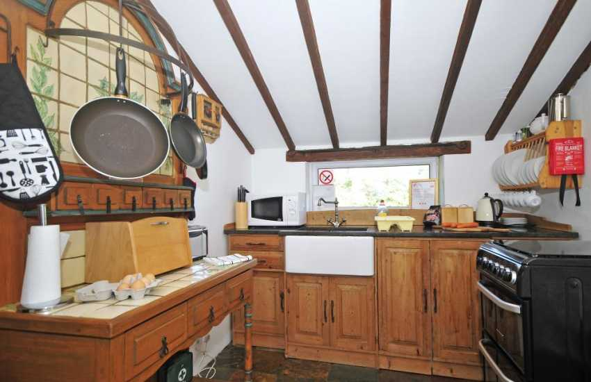 Barmouth cottage for 2 - kitchen