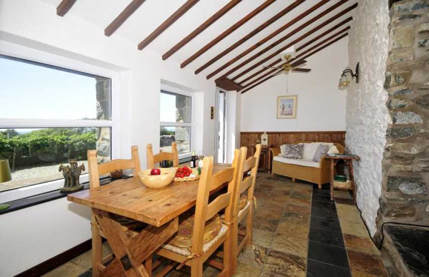 Shell Island holiday cottage for 2 - dining room