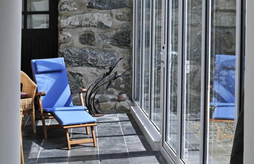 Pet friendly Benar beach cottage - conservatory