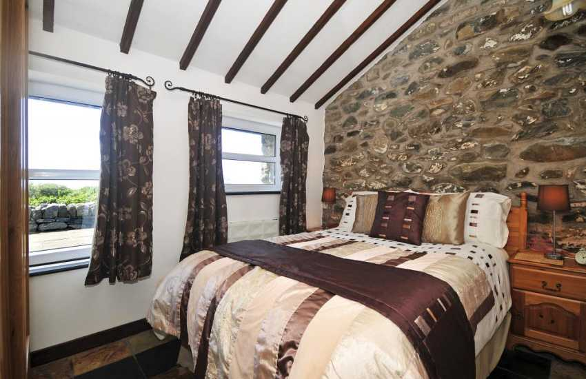 Pet friendly Barmouth holiday cottage - double bedroom