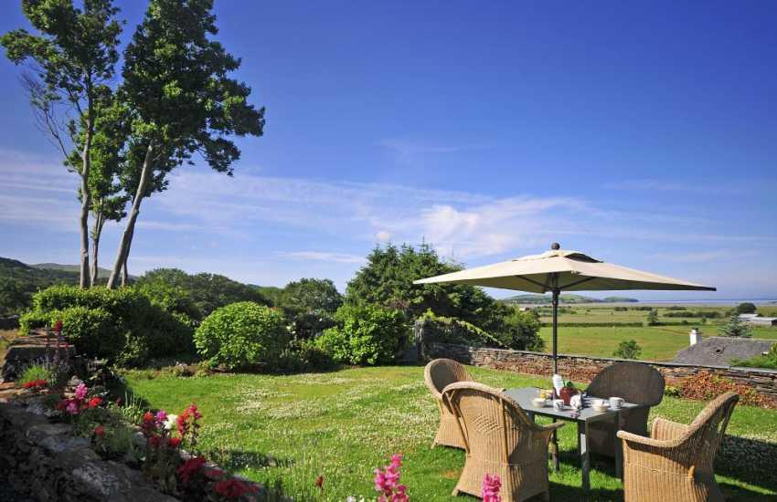 Luxury coastal cottage Wales - garden