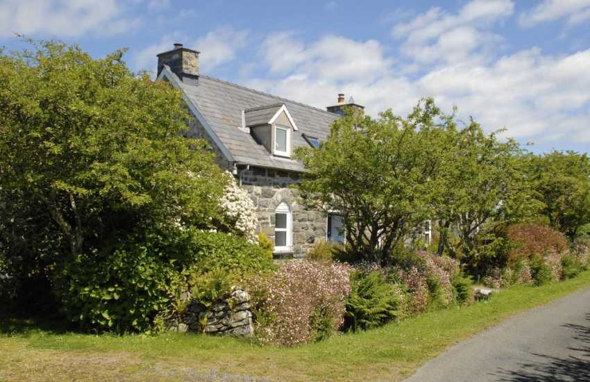 North Pembrokeshire refurbished stone cottage with gardens and pets welcome