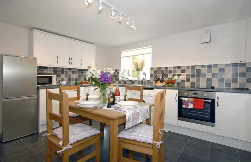 Pembroke self-catering - cosy kitchen/diner