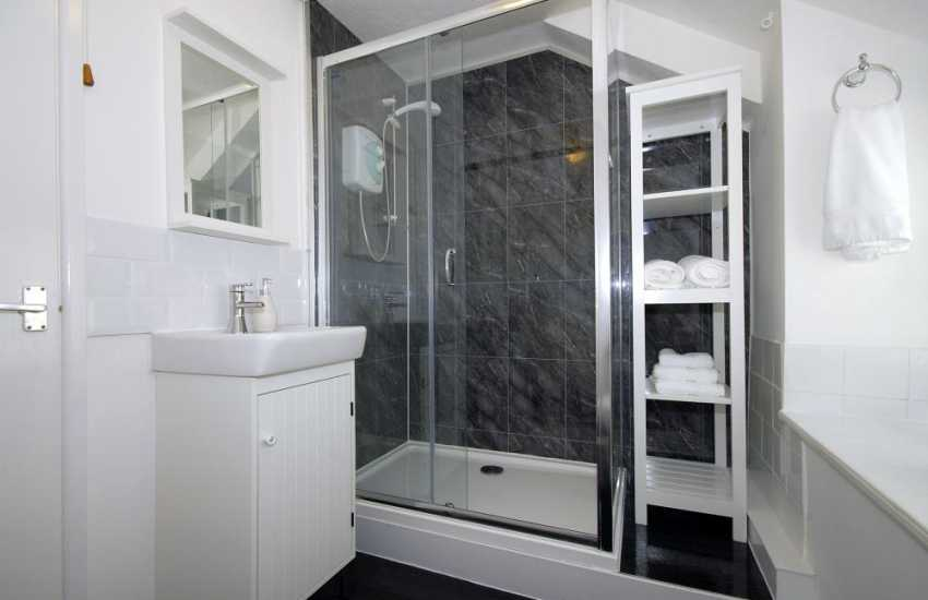 Pembrokeshire holiday cottage - shower room