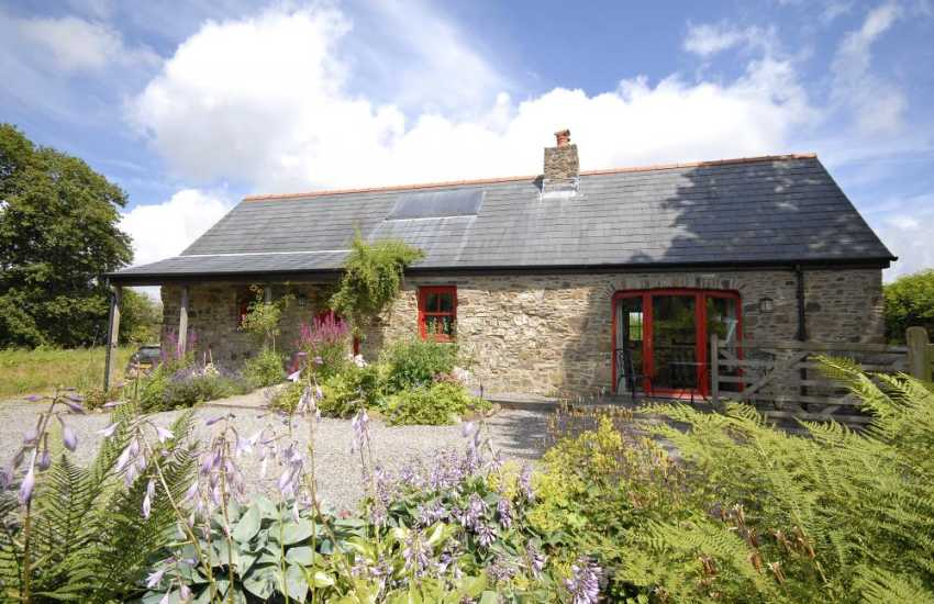 South Pembrokeshire holiday cottage near the Secret Waterway - dogs welcome