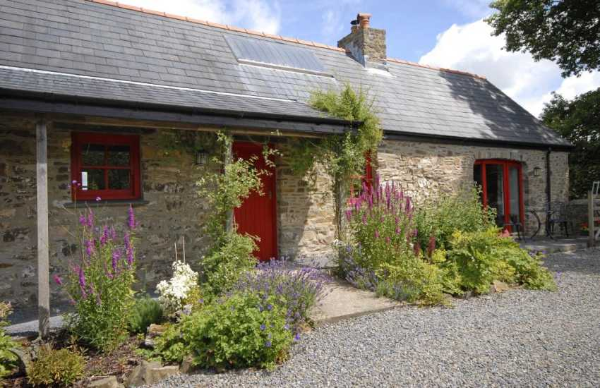 Pet friendly holiday cottage near Narberth with with sheltered private patio