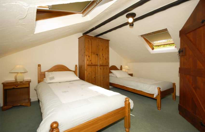 Pembrokeshire holiday home sleeps 7 - first floor twin