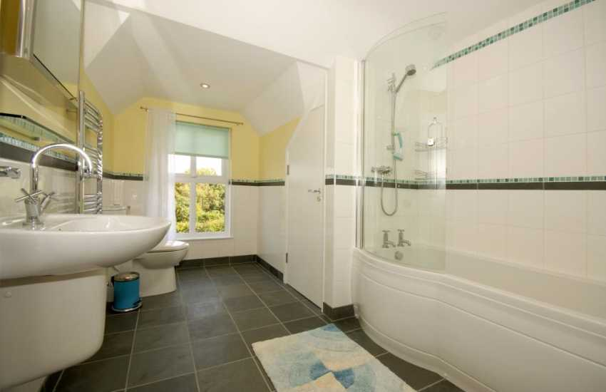 Newport holiday home for rent - first floor family bathroom