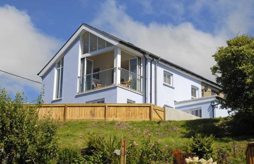 North Pembrokeshire renovated holiday cottage with gardens - dogs welcome