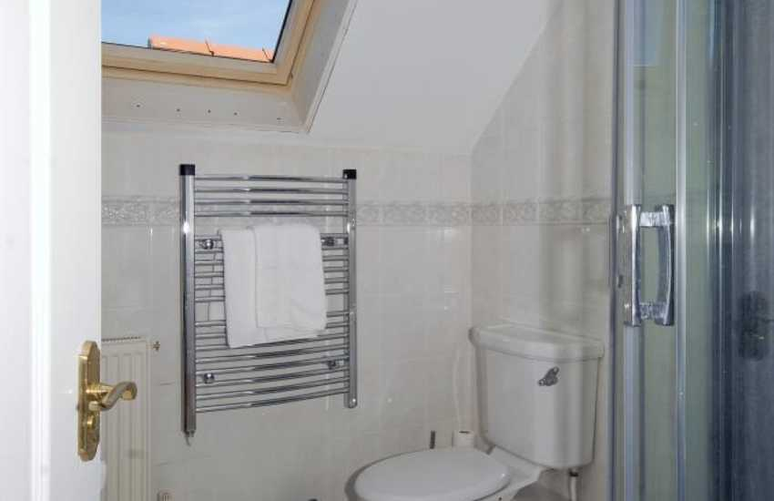 Pembrokeshire holiday home -  master en-suite shower