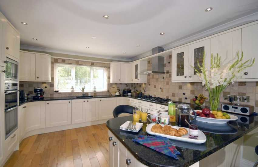 Self catering holiday home Pembrokeshire - luxury modern kitchen with granite worktops