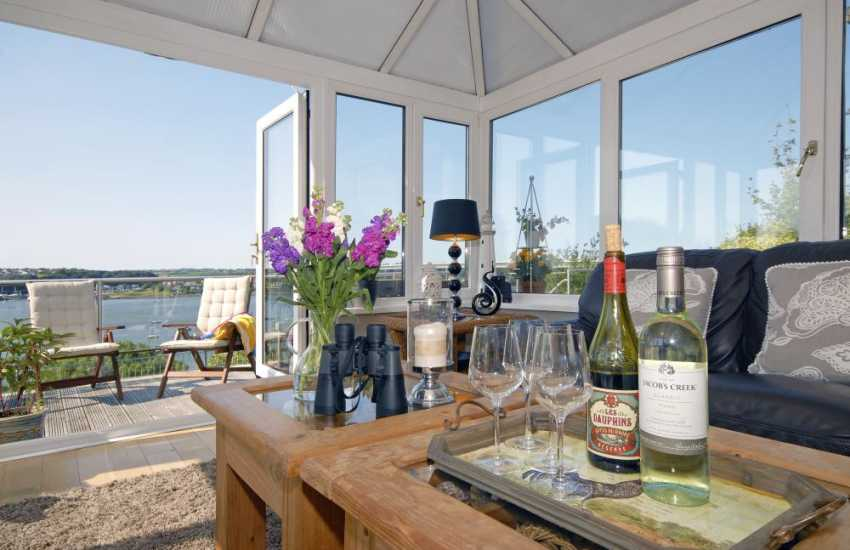 South Pembrokeshire holiday house with luxury conservatory over looking the Haven Waterway