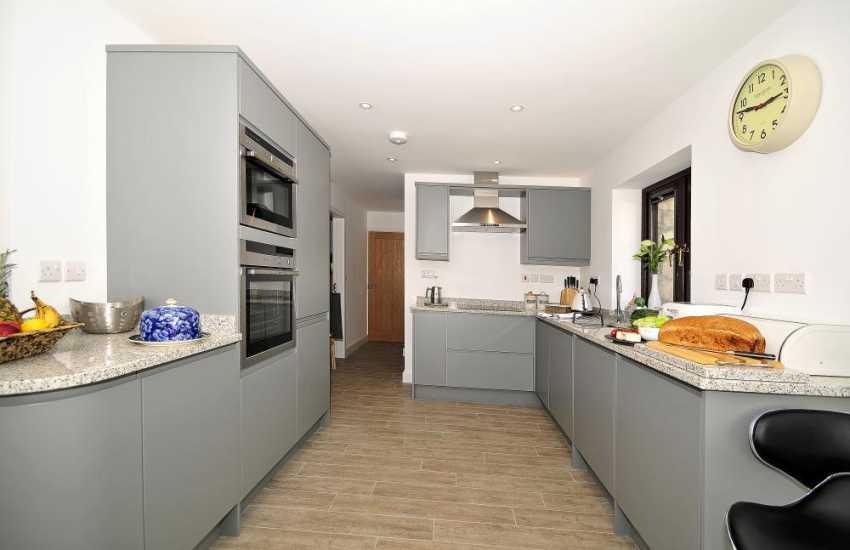 Malltraeth holiday cottage - kitchen