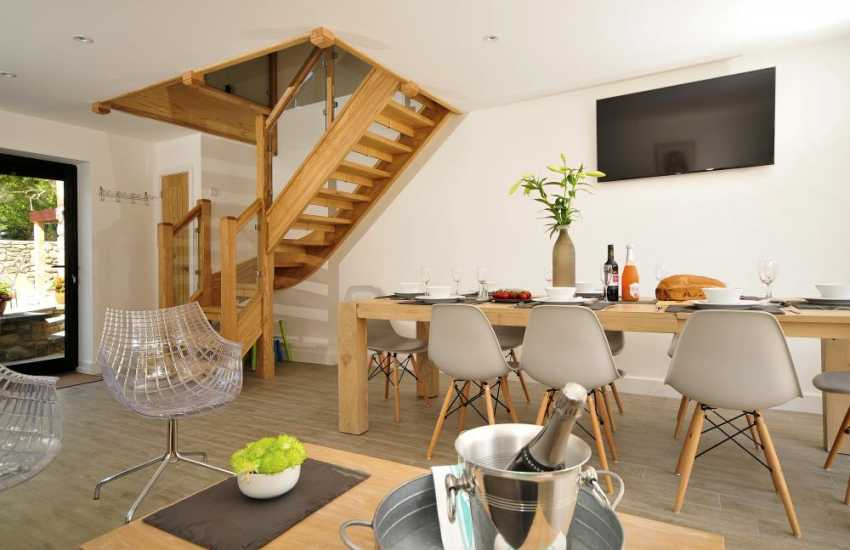 Big holiday cottage Anglesey - dining