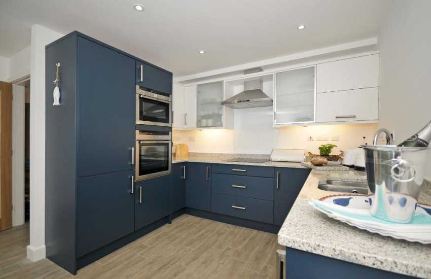 Aberffraw holiday house - kitchen
