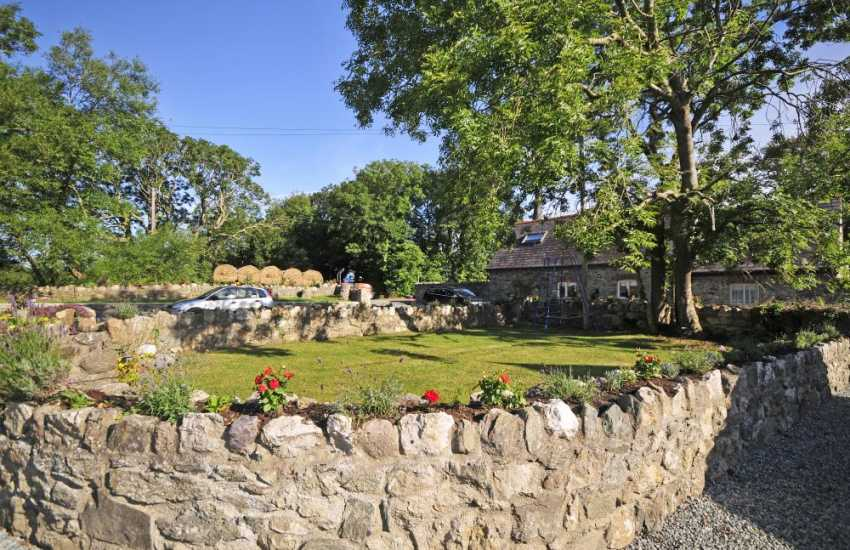 Luxury holiday cottage Anglesey - garden