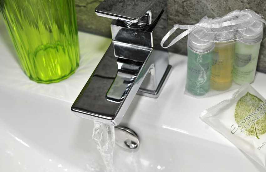 Luxury cottage Anglesey - bathroom