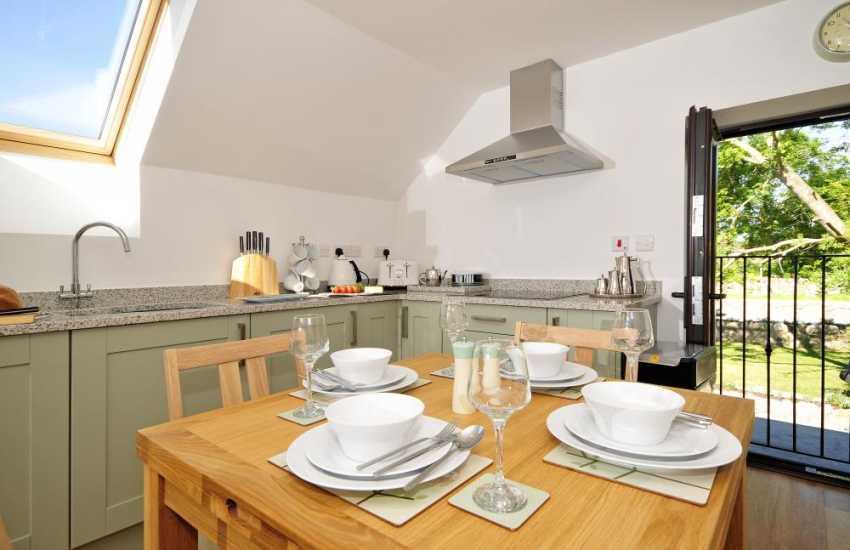Aberffraw holiday cottage - dining