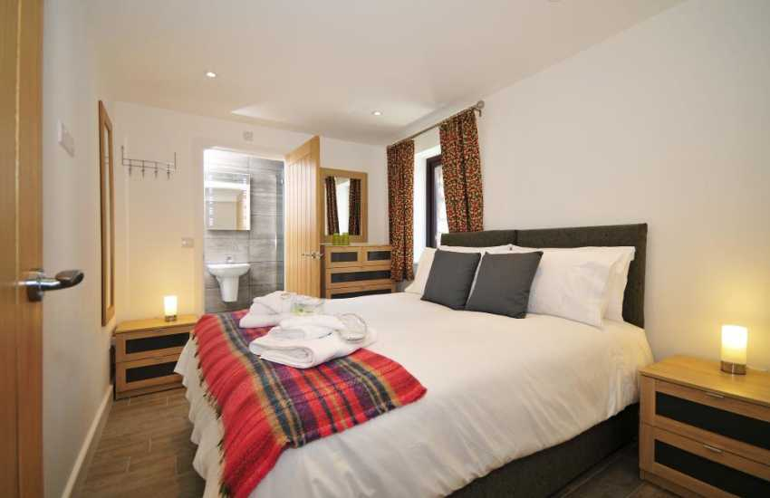 Newborough holiday cottage - bedroom