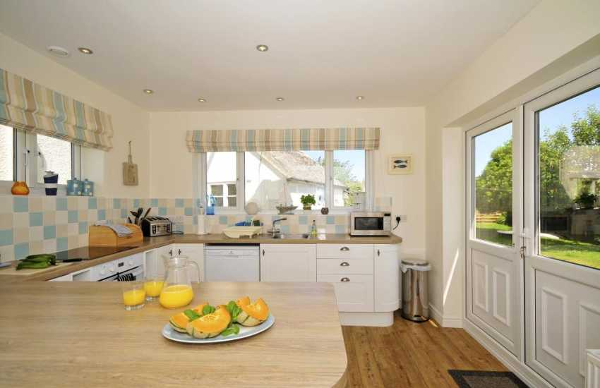Coastal cottage Wales with wifi and garden - kitchen