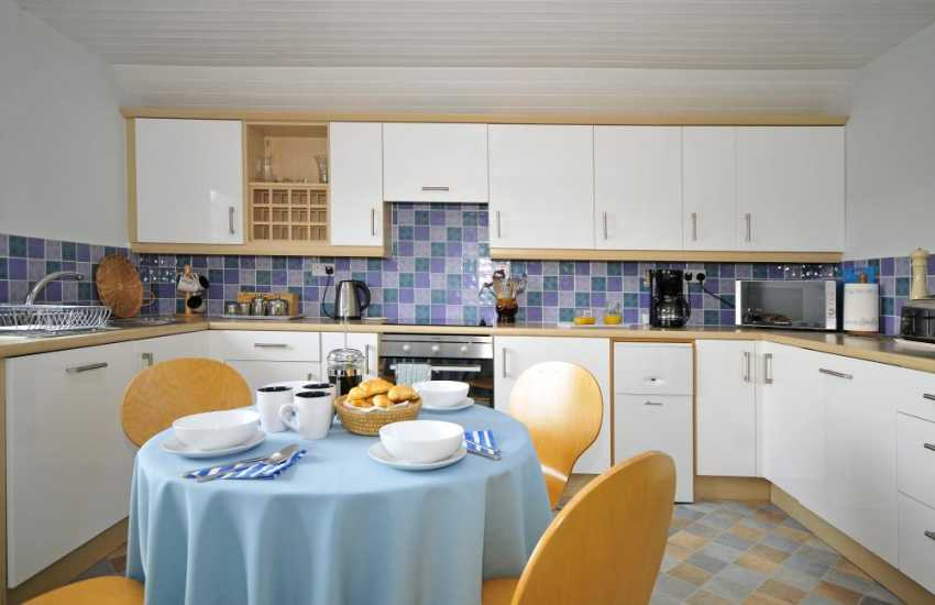 Cottage with sea views North Wales  - kitchen
