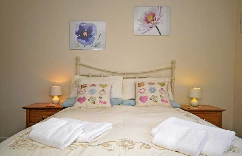 Criccieth holiday North Wales  - en-suite bedroom