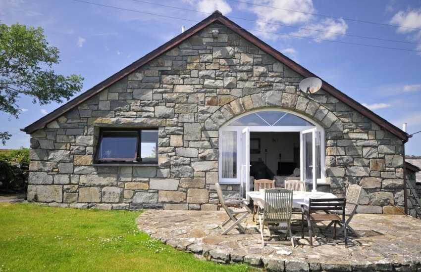 Criccieth holiday cottage - exterior