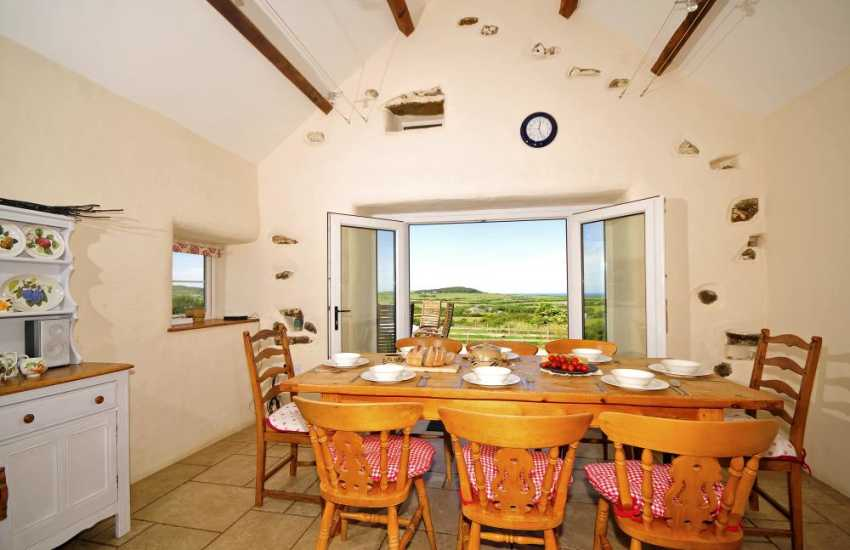 Aberdaron holiday house - dining table