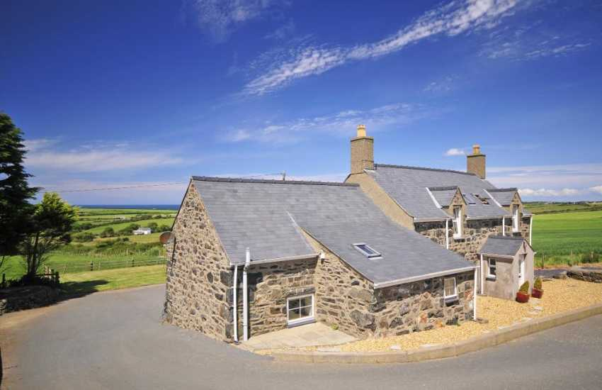 Pet friendly holiday cottage Wales - exterior
