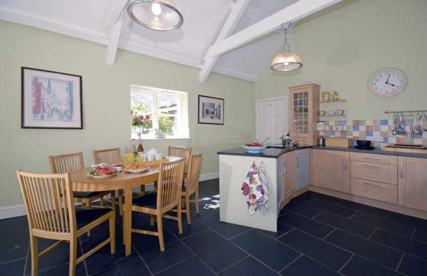 Self-catering cottage near the Pembrokeshire coast - luxury kitchen/breakfast room