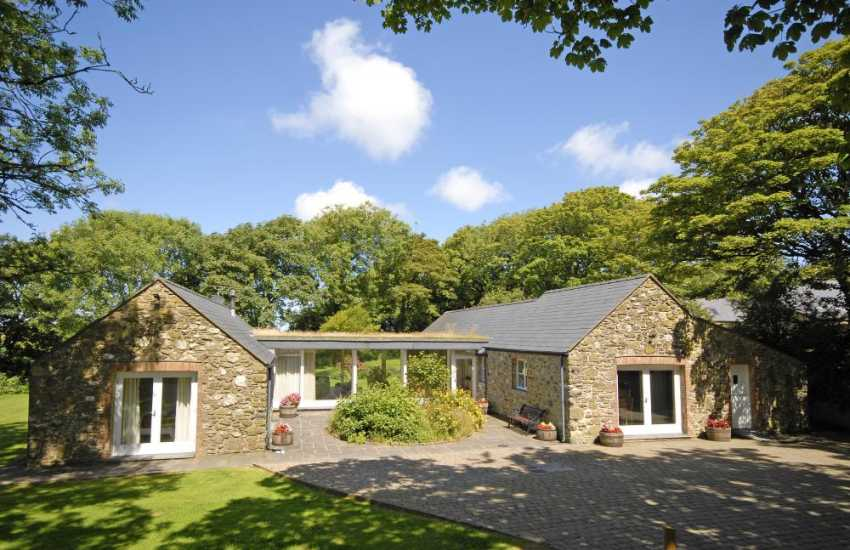 Luxury Pembrokeshire barn conversion with gardens - pets welcome