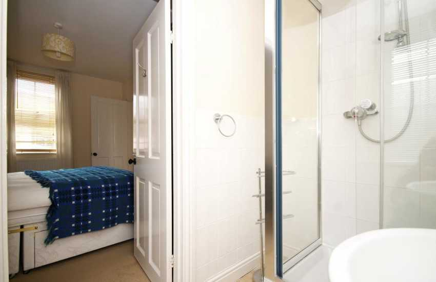 House sleeping 10 Criccieth - ensuite